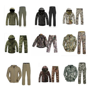 남성 위장 재킷 소프트 쉘 코트 가을 겨울 후드 캐주얼 재킷 브랜드 의류 남성 윈드 코트 바지는 GGA3038을 설정합니다