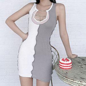 Maniche Fitness modo si veste Streetwear casual donne aderente a coste vestito sexy Diamanti con scollo a V a righe patchwork Skinny