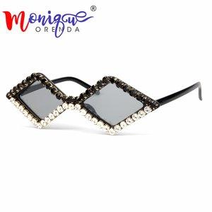 2018 gafas de sol triángulo corte de lujo del Rhinestone del ojo de gato las mujeres pequeñas de época negro gafas de sol baratas para niños