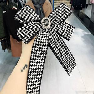 Nouveau noir et blanc à carreaux pour les diamants femmes Brooches cravate de style arc Broche robe de mariage Pin shirt Broche Accessoires Mode Cadeaux
