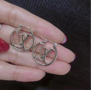 Designer de luxe noir rose creux lettre oreille mode amoureux de l'acier inoxydable boucles d'oreilles pour les hommes femmes en gros