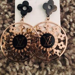 De calidad superior del tamaño grande de flores de cuatro hojas de acero de titanio plateado pendientes de oro pendientes para las mujeres regalos de Navidad precio al por mayor