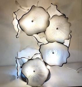 Gli ultimi Piastre in vetro di Murano Lampade a stelo Flower Design Glass Art Scultura Stare in piedi della lampada Vendita calda decorazioni moderne in colore bianco