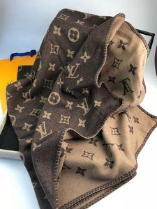 Cuero de lujo de 140 * 180 cm de lana de cachemira tela de material de manta mantón de 4 colores opcionales para el recorrido al aire libre de la casa y las vacaciones nuevo llegue 2020