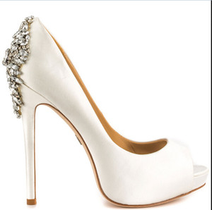 White Bridal Wedding Shoes Crystal Beads 2016 New Hot Sale Bridal Accessories Shoes Bridal Shoes 14CM High Heels Custom Made Plus Size Shoes