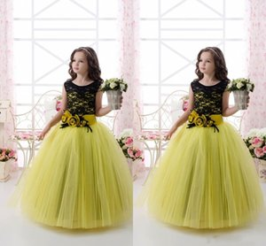 Wholesale Princess Ball Gown Tulle Yellow Flower Girl Dresses Covered Black Lace Pageant Gowns Children HAnd Made Floral Party Gowns