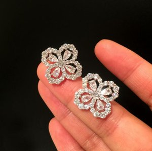 S925 silver needle four-leaf clover super flash Korean temperament simple rhinestone simple geometric zircon simple compact fresh earrings