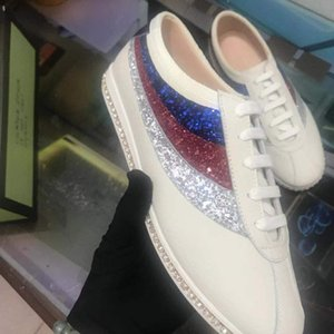 The new 2019 spring fall men's leisure sports best-selling small white shoes, striped glitter leather shoes fashion high quality luxury