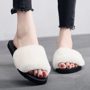 Wholesale 2019 Summer Outdise Beach Fur Slippers Women Flannel Slides Home Furry Flat Sandals Female Cute Fluffy House Shoes Woman