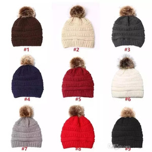Unisex Trendy Hats Winter Knitted Fur Poms Beanie Label Fedora Luxury Cable Slouchy Skull Caps Fashion Leisure Beanie Outdoor Hats 35pcs