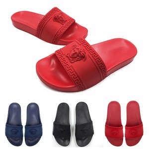 Wholesale 2019 Mens Designer Sandals Causal Rubber Summer Gear Bottoms Non slip Slippers Loafers Flats Leather Designer Slides Size