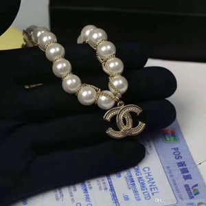 Wholesale 2019 European and American fashionable lady pearl bracelet, new letter bracelet, the best choice of gifts
