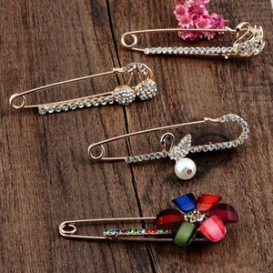 Wholesale Fashion Rhinestone Sweater Pins Bohemian Style Cute Swan Women Brooches for Shawl Lady Pins Jewelry for Birthday Gift