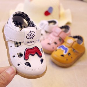 Wholesale 2019 Summer Boys and Girls Hole First Walk Shoes Baby Flat Shoes Soft Bottom Sandals Children Hook and Loop Toddler Shoes