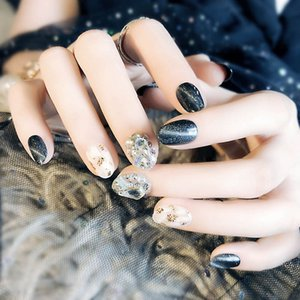 Wholesale Oval Short Artificial Nail Art Tips With Glue Black Color Full Cover False Nails Fashion Shining Rhinestone Fake Nail