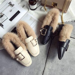 Wholesale Flats Shoes Women Black Leather Moccasins Women Shoes Winter Plush Fur Metal Buckle Designer Creepers Mules Loafers P139