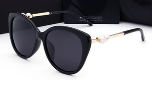 Wholesale 2019 woman sunglasses lady luxury designer with box logo UV400 polarizing fashion sunglasses for women pearl frame sunglasses