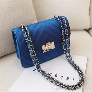 Wholesale Factory wholesale brand women handbag new wavy leather chain bag classic small Xiang feng ling shoulder bag simple lock Messenger bag