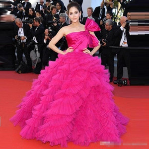 Wholesale Araya Hargate Ruffles Fuchsia Celebrity Evening Gowns One-shoulder Backless 2019 Prom Dresses Cannes Film Festival Special Occasion Dress