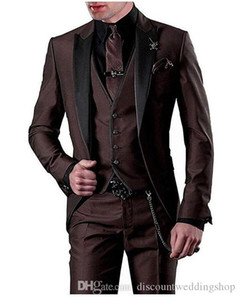 ingrosso tuxedos di nozze marroni di cioccolato-Nuovo Popolare Chocolate Brown smoking dello sposo picco risvolto Uomini Wedding Party Groomsmen pezzi Suits Jacket Pants Vest Tie K79