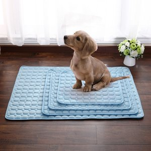 Wholesale Pet Pad Summer Cooling Mat Dog Beds Mats Blue Pet Ice Pad Cool Cold Silk Moisture Proof Cooler Mattress Cushion Puppy Sleeping