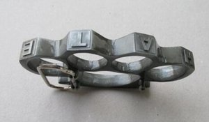 Entertain wild hope BRASS KNUCKLE DUSTERS KNUCKLE DUSTERS Can be used as a belt buckle