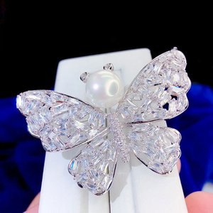 Wholesale Zirconia cute pearl butterfly brooch rhinestone crystal brooch for women fashion animal jewelry lady bouquet brooch Wedding Accessories