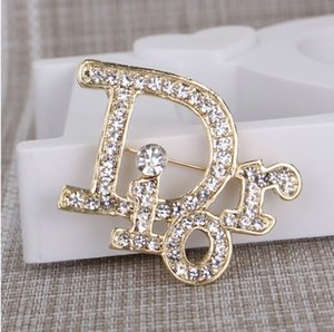 Wholesale Luxury fashion Letter Lady Brooches Alloy Brooches Pins for Dress Women Fashion Acessories Jewlery Accessories