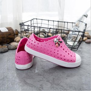 Wholesale New Summer Children s Teen Native Jefferson Beach Shoes Sandals Fashion Couples Hole Shoes Brand Boys Girls Native Kids Shoes colors