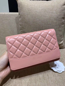 Wholesale 2019 new lady WOC facial bag high end custom quality designer crossbody bag with credit card clip and banknote zipper compartment