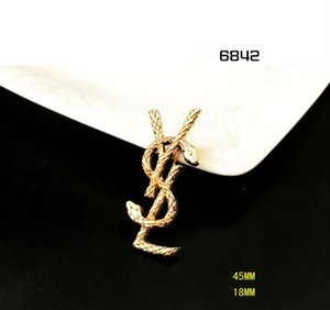 Wholesale 2019 hot new women s clothing with accessories crystal letter brooch cute exquisite alloy diamond brooch
