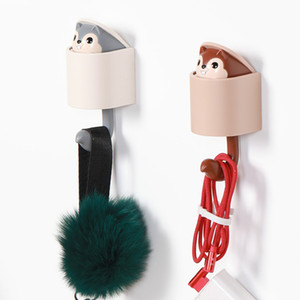 Wholesale Squirrel Wall Hook Adhesive Home Cartoon Cute Hanger Key Umbrella Towel Cap Coat Bathroom Hook Hanger accroche torchon mural