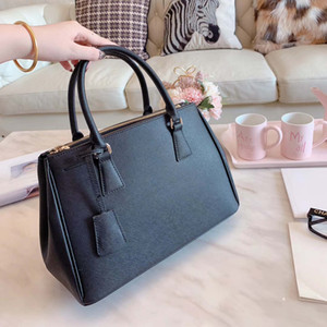 Lady Womens Designer Shoulder Bag Luxury Shoulder Bag Brand Handbag 7colors Business Fashion Logo B100738Z on Sale