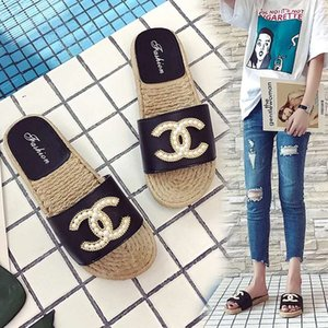 Rhinestone Shiny Diamond Slippers 2019 Fashion Joker Women's Shoes Sandals Flat with Ms. Beach Shoes Outdoor Travel Slippers