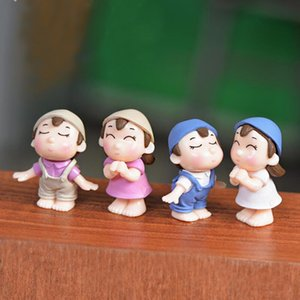 Wholesale Miniature Figures Couple Figurines Kiss Dolls Landscape Ornaments Mini Resin Fairy Garden Bonsai Dollhouse Decorations Romantic Cake Toppers