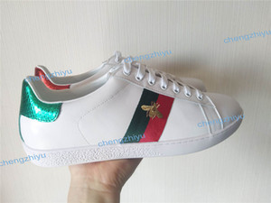 Wholesale 2019 New Designer sneakers men Womens flat casual shoes Fashion White Genuine Leather Luxury Flower Embroidered Flat sports shoes with box