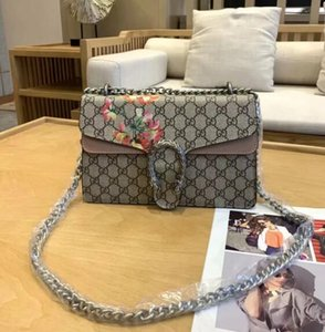 240High-quality traveling bags for men and women, handbags, shoulder bags, wallets, cards, fashion bags, retro bags on Sale