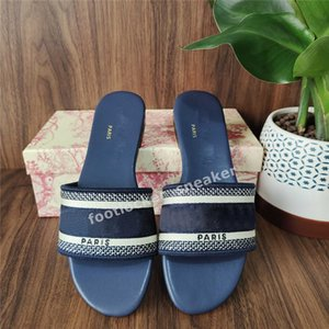 Wholesale beach shoes resale online - 2021 Paris Womens Slippers Beautiful Scuffs Shoes Summer Sandals Beach Slides Slippers Ladies Flip Flops Loafers Sexy Black Navy Embroidered