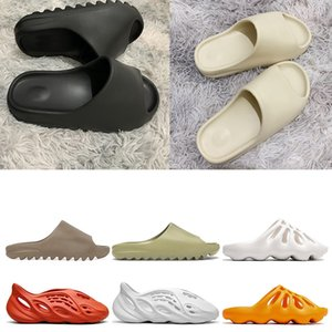 mulheres sapatilhas  venda por atacado-yeezy slipper kanye west slides FIAP runner clog sandals Triple black slides fashion slipper women men tainers designer Sandals beach flip flops