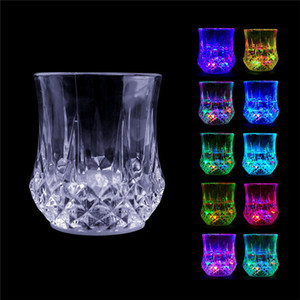 ingrosso portato coppe lampeggiante partito-Colorful Led lampeggiante Cup Vetro di colpo a Led Plastica luminoso al neon Cup Coppa Birthday Party Night Bar di nozze bevande Vino Flash