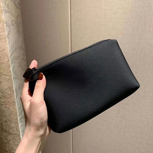 Wholesale designer clutches bags for sale - Group buy Latest VIP Gift Good Hand Feeling With Logo Makeup Bag Lipstick Clutch Holder Travel Toiletry Fashion Storage Bags With Box