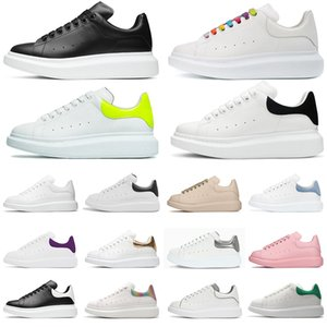 weiße leder-sneakers großhandel-Mens Womens Turnschuhe Reflektierende M weiße Leder Platform Sneakers Womens Mens Flat Casual Party Hochzeitsschuhe Wildleder Sport Sneakers