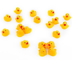 Wholesale rubber ducking resale online - 1000pcs mini Rubber bath duck Pvc duck with sound Floating Duck Fast delivery Swiming Beach