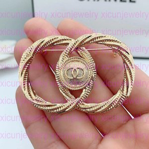 Wholesale pins for sale - Group buy High Quality Rhinestone Luxury Letter Brooches Pins Pearl Brooches Fashion Jewelry Top Fashion Crystal Designer Brooch