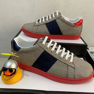 sapatos de stripe vermelha venda por atacado-Top Quality Red Bottom Designer Sapatos Branco Abelhas Ace Bordado Mens Bordado Mulheres Genuíno Designer Designer Sneaker Stripe Sapatos Casuais
