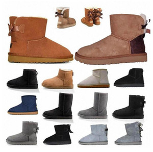leder gebootet frauen großhandel-2020 Designer women uggs boots ugg winter boots travel luggage slippers kids ugglis australia australian satin boot ankle booties fur leather outdoors shoes