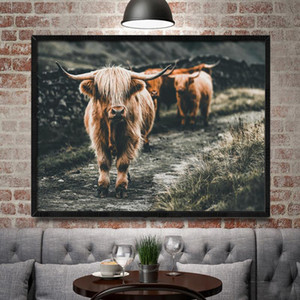 ingrosso highland cow art-Bianco e nero Highland Cow Bestiame Wall Scotland Art Nordic Painting Poster e stampa Scandinavian Wall Picture per soggiorno