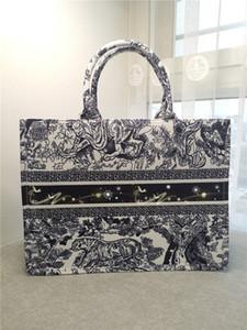 Europe America Luxury Designer women bag Fashion Lady High capacity Canvas printed Travel Messenger bag
