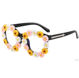 ingrosso sparare i vetri-Occhiali da sole per bambini Piccola margherita Eyeglasses Party Favore Girls Street Shoot Concavo Modellazione Sunglass Beach Eyewear Glasses DHE5351