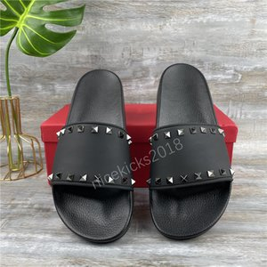 sandálias de casamento sandálias venda por atacado-2021 Moda Mulheres Chinelos Strass Sandálias Pretas Senhoras Casamento Sexy Couro Slipper Trendy Rivet Stud Slides Mens Casual Plano Spikes Party Shoes